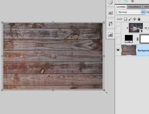Dragging the Free Transform control handles to re-size the image